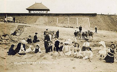 Grannies Bay Beach c1905 (opposite the White Church).