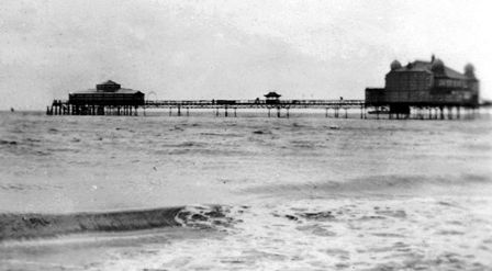 Lytham Pier in the 1920s. The Floral Hall is at the pierhead, by the jetty.