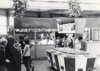 Photo of the the amusement arcade, St.Annes Pier c1972. The Bingo is in the background.