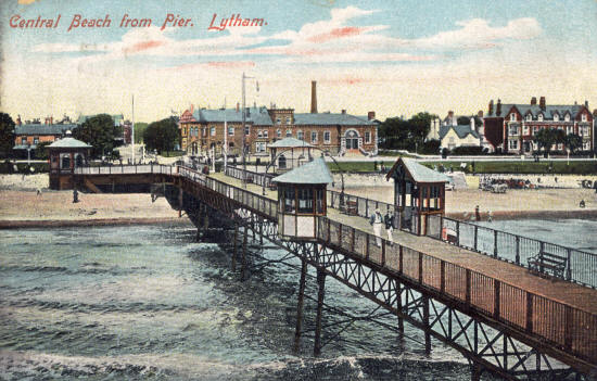 This section of Lytham Pier, along with the two semicircular shelters, was destroyed during a storm in 1903. The shelters were replaced with square ones in 1904.