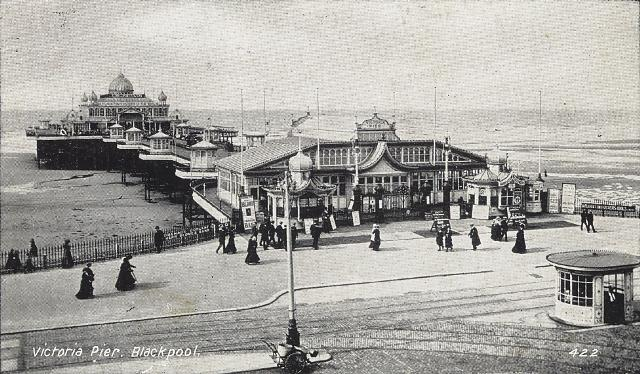 Victoria Pier, showing the pavilion addedto the entrance in 1911.